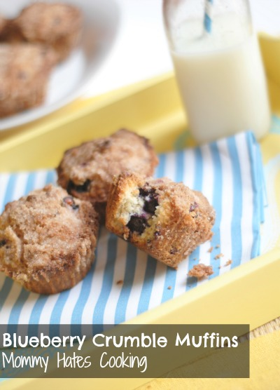 Blueberry Crumble Muffins {Gluten Free Optional} - Mommy Hates Cooking