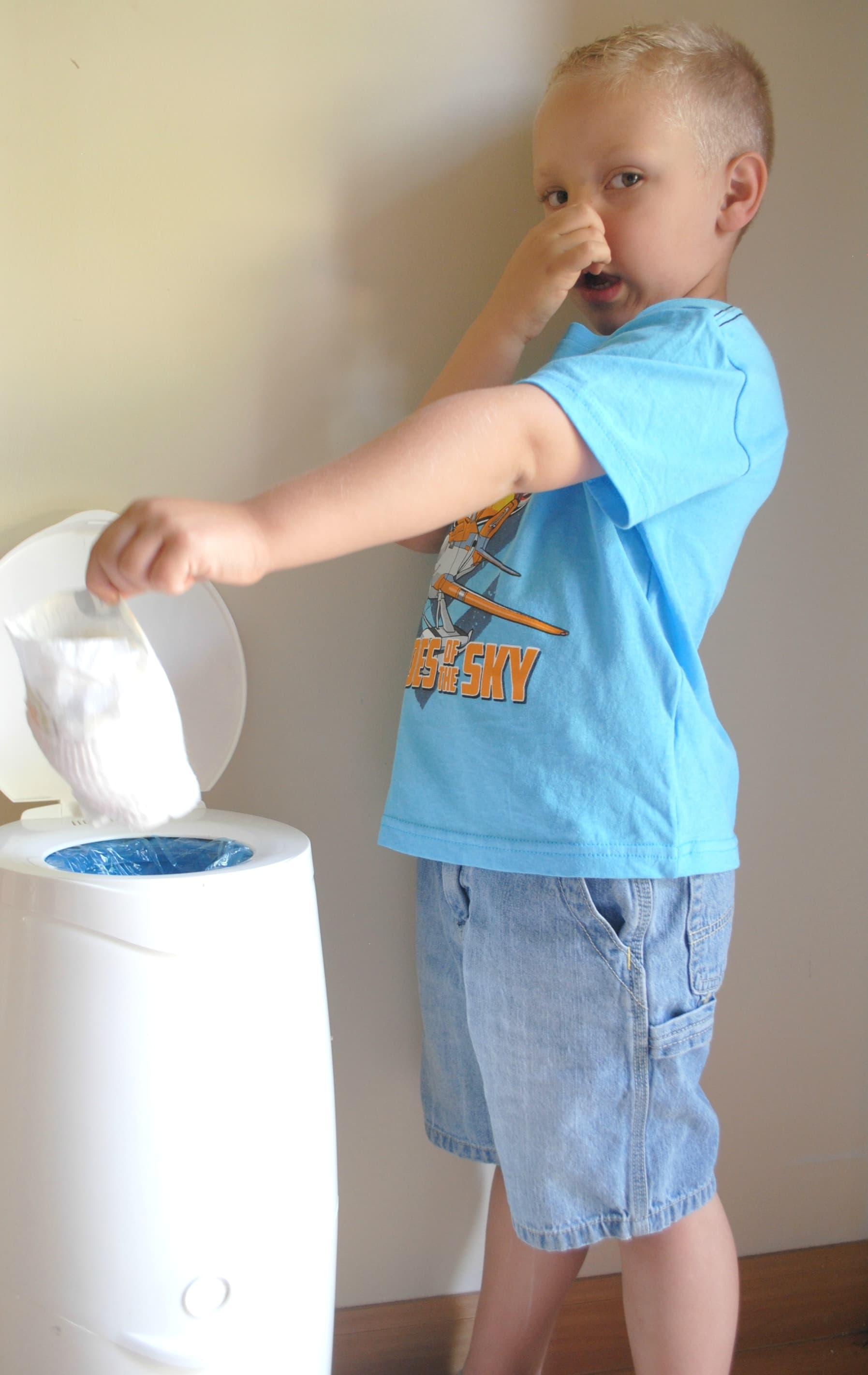 how to change diaper genie bag