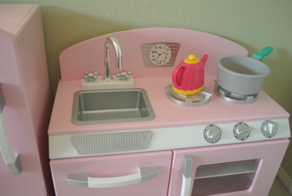 Pink Retro KidKraft Kitchen I Mommy Hates Cooking #Review #KidKraft