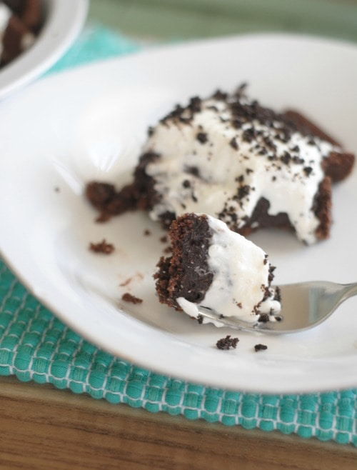 No Bake Chocolate Cookie Pudding Pie I Mommy Hates Cooking #AddCoolWhip #Shop