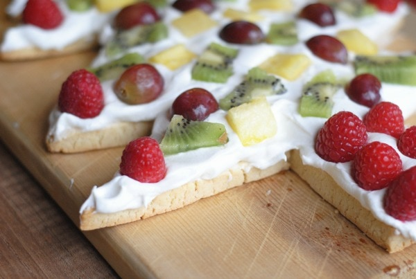 Christmas Tree Fruit Pizza