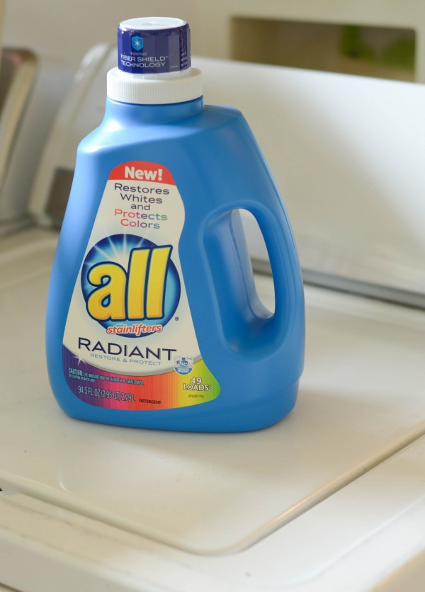 5 Ways to Keep Clothes Bright with all Radiant #RadiantLaundry #ad