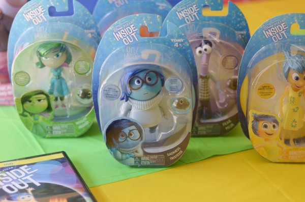 Disney's Inside Out Party #InsideOutEmotions {ad} - A simple guide to throwing an Inside Out Movie Watch Party!
