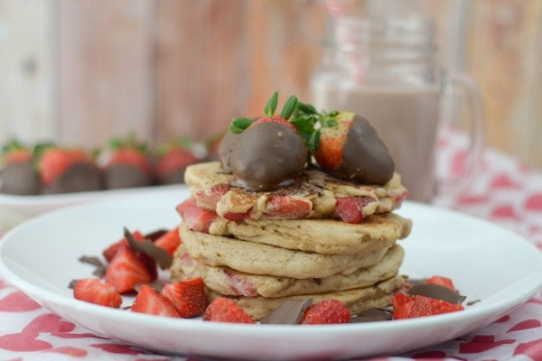 chocolate-covered-strawberry-pancakes-3
