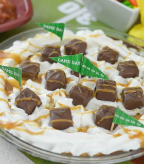 SNICKERS® Cheesecake & Game Day Glory Party