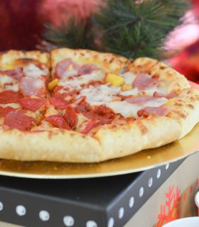 The Perfect Holiday Pizza Party
