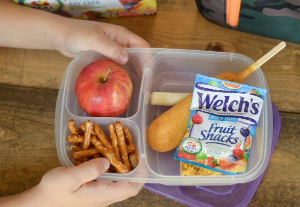 5 Ways to Help Teach Kids to Pack Their Lunch #WelchsFruitSnacks AD