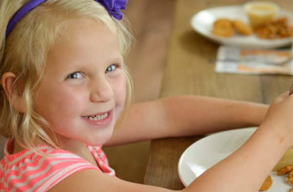 5 Tips for Family Mealtime #MardiGrasNapkins #ad