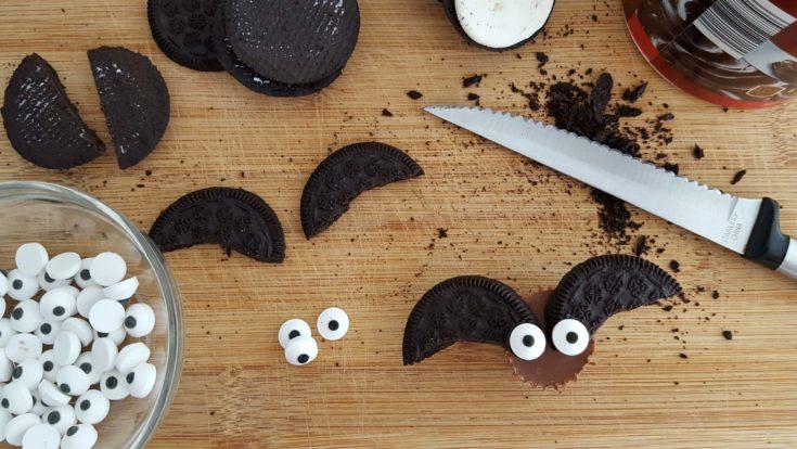 No Bake Halloween Treats: Chocolate Peanut Butter Bat Bites