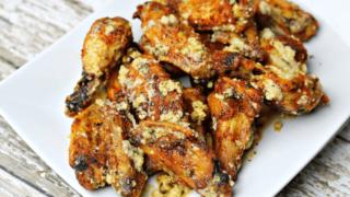 Crispy Garlic Parmesan Chicken Wings Recipe (Air Fryer & Oven)